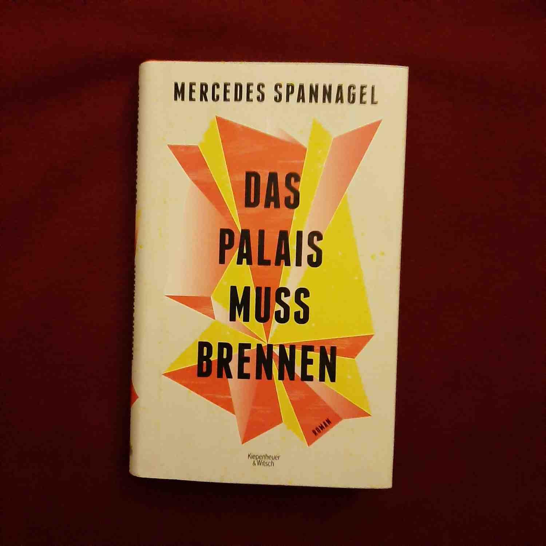"""Buchcover von Mercedes Spannagels Roman """"Das Palais muss brennen"""""""